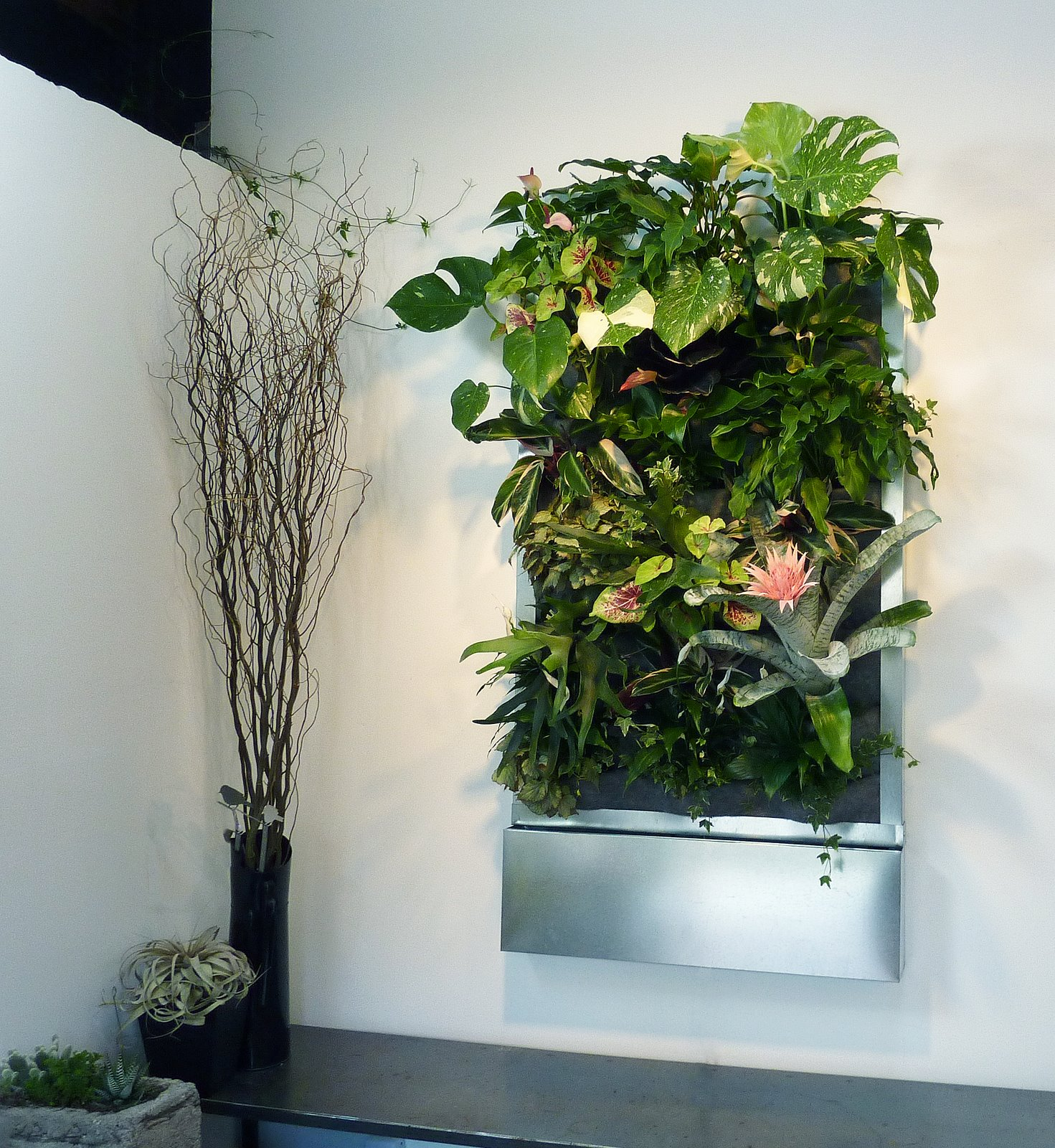floraframe total system florafelt vertical garden systems. Black Bedroom Furniture Sets. Home Design Ideas